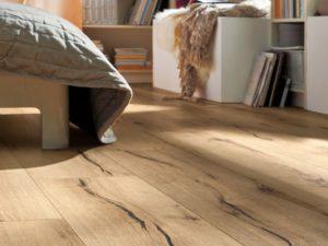 Verbraucher sollten beim Kauf eines Laminatbodens darauf achten, dass natürliche Optik und authentische Haptik einhergehen mit einem unkomplizierten Handling und einer leichten Verlegung. Foto: djd/Hamberger Flooring/HARO