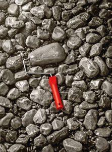 """Solide und zeitlos zugleich ist die Trendfarbe """"Rock"""". Foto: djd/SCHÖNER WOHNEN-FARBE"""