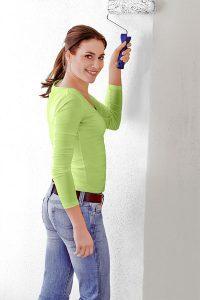 Die offene Gestaltung des privaten Wellnessbereichs erhöhte Anforderungen an die verwendeten Wand- und Bodenmaterialien. Feuchtigkeitsregulierend wirken hier mineralische Putze. Foto: djd/Knauf Bauprodukte