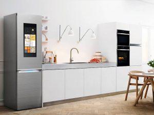 Mit Einbaubacköfen geht die Post ab. Dafür sorgen z.B. eine Schnellaufheizung (in rund 5 Min. auf 175 °C) und ein Spezialprogramm für Tiefkühl-Gerichte, das Vorheizen überflüssig macht. Foto: AMK