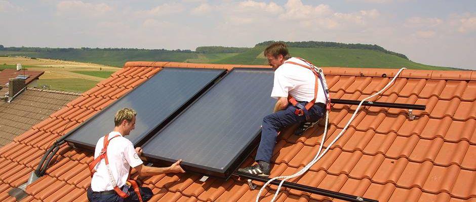 Eine Solarthermie nutzt die unterschiedlichsten Gegebenheiten vor Ort und bietet für nahezu jedes Dach eine geeignete Lösung. Foto: djd/BDH