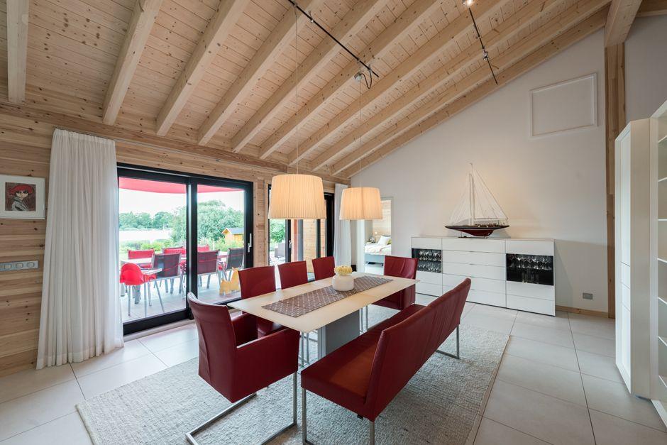 Helle, lichte Räume für ungezwungenes Familienleben Foto: Fullwood Wohnblickhaus