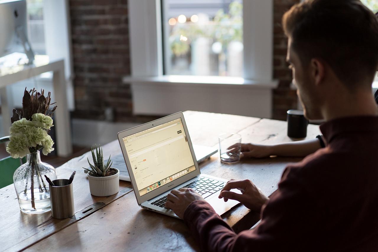 Start in die Selbstständigkeit mit eigenem Büro