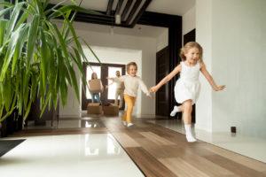 Mit dem Baukindergeld kommen Familien dem Traum von der eigenen Immobilie ein Schritt näher Foto: fizkes / shutterstock.com