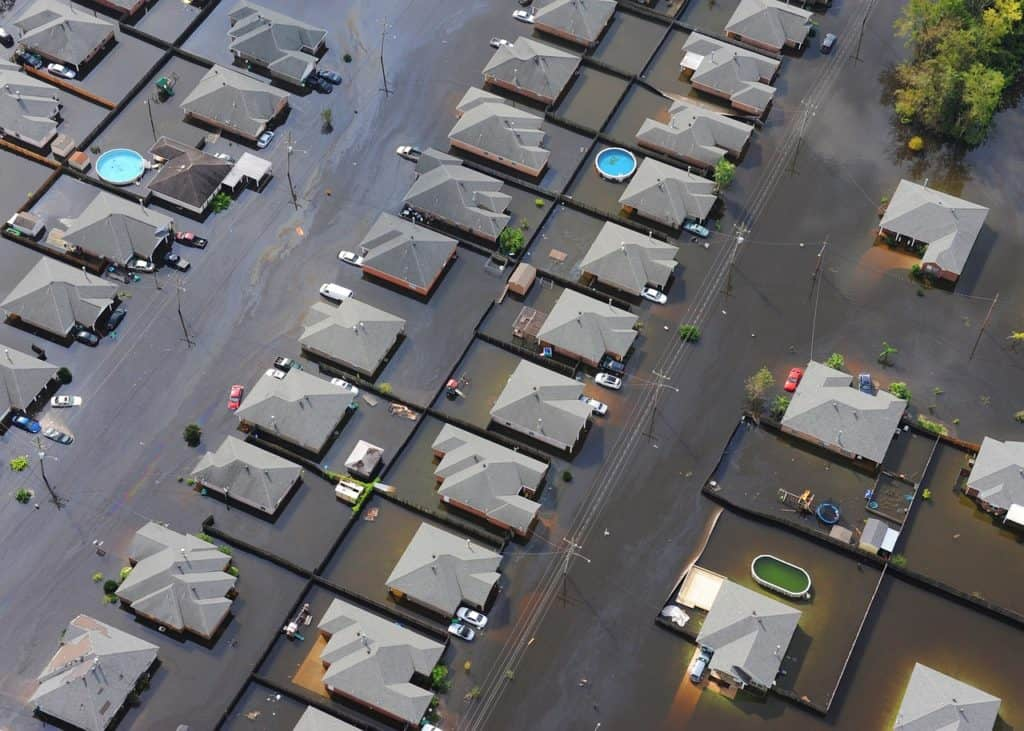 Auch aufgrund des Klimawandels kommt es immer häufiger zu Überschwemmungen - gerade Keller sind häufig geschädigt und müssen trocken gelegt werden.