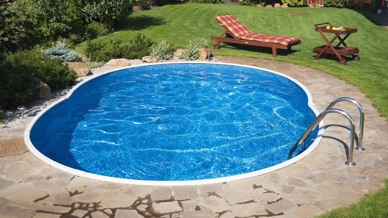Für sauberes Wasser im Gartenpool sorgt eine Poolpumpe