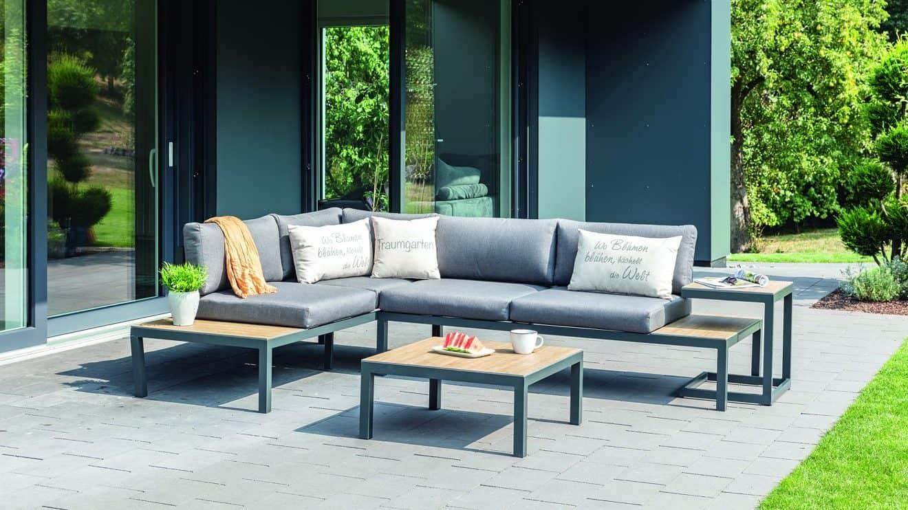 """Die zeitlos elegante HAVESON Gartenmöbelgruppe """"Lugano"""" kombiniert die wetterfesten Materialien Aluminium und HPL. © HELLWEG"""