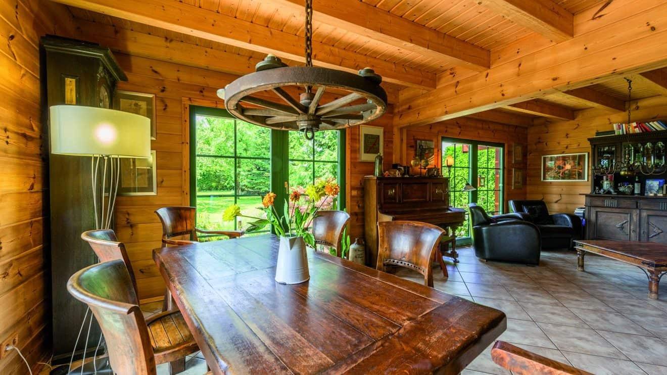 Das Wohnzimmer Foto: © uwe weiser / FULLWOOD Wohnblockhaus
