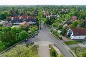 Blick vom Rathausturm hinab auf die Gemeinde Neuenhagen