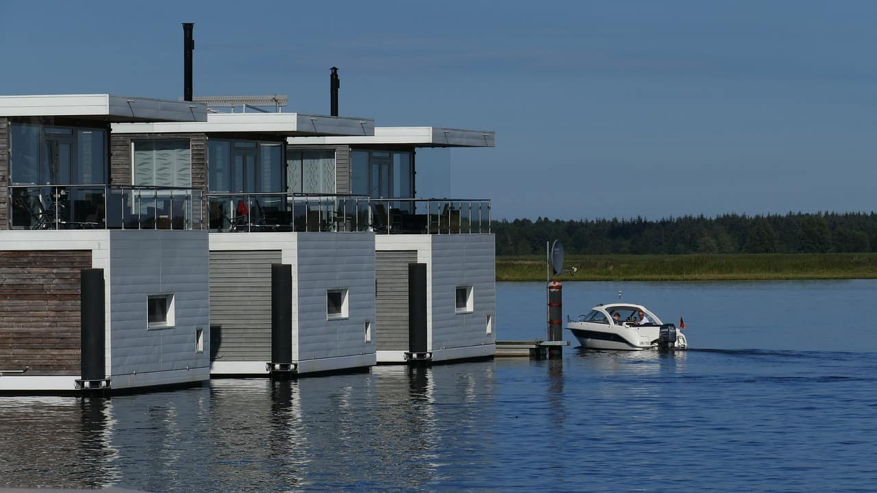 Leben auf dem Wasser - FLOATING HOUSES