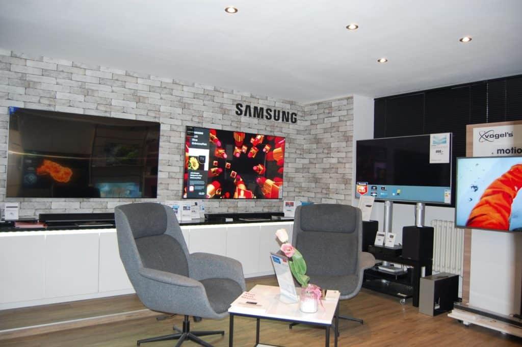 Exellente Beratung zu Fernsehern oder zur Smart- Home-Anlage für das gesamte Haus © MH, RIV