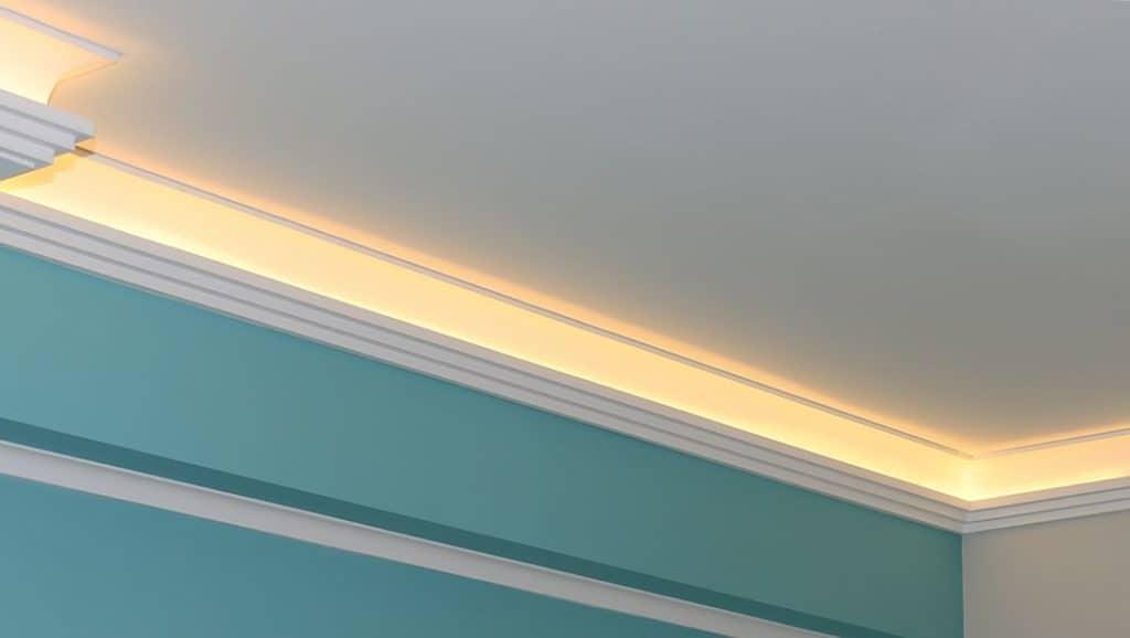 LED-Beleuchtung in einer Styropor Stuckleiste