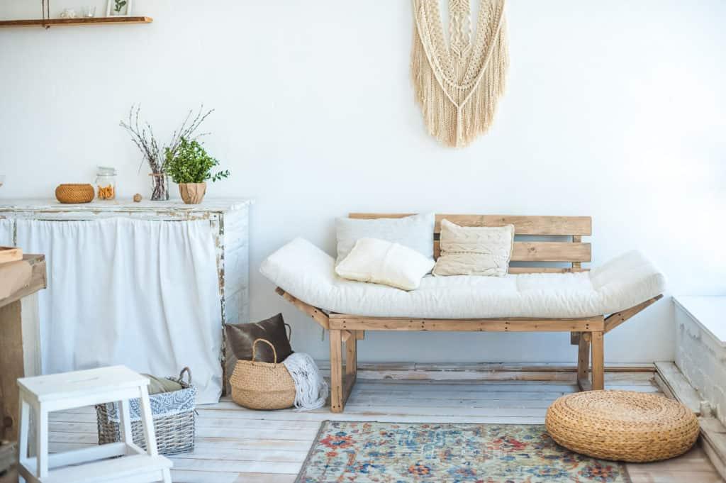 Helle Farben und viel Licht bestimmen den skandinavischen Wohnstil