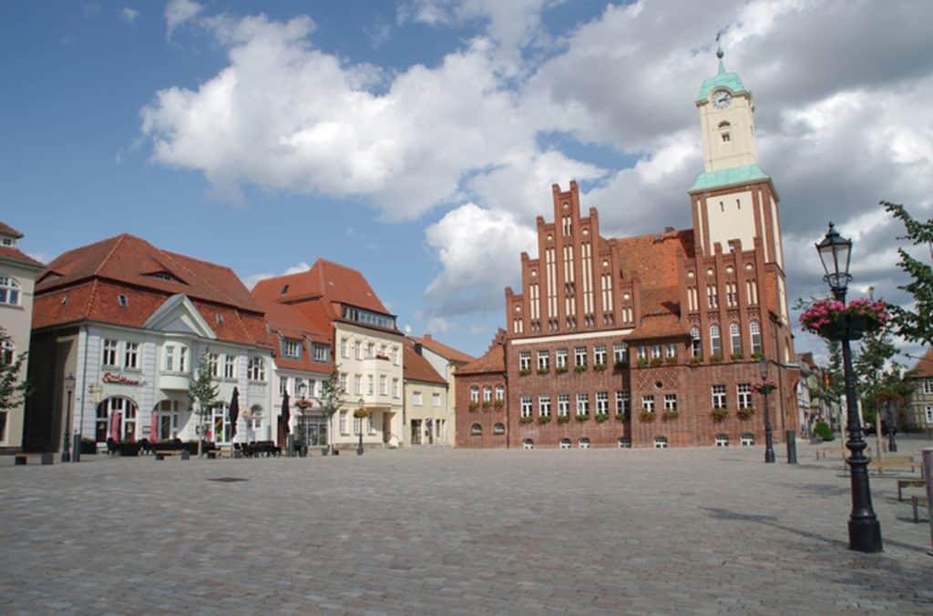 Das Rathaus in Wittstock/Dosse in Brandenburg befindet sich am Markt.