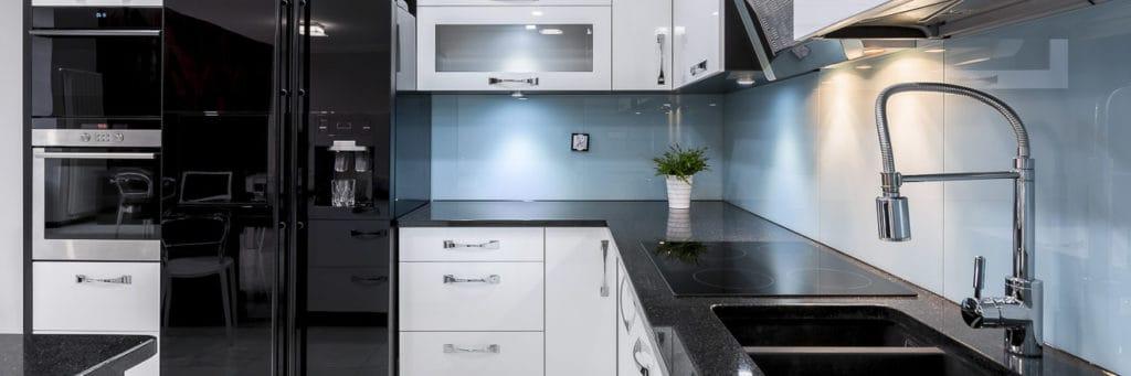 Moderne Küche mit Einbaugeräten