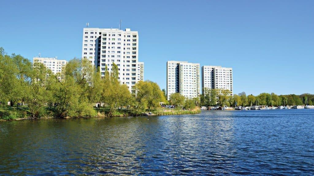 Wohnhochhäuser an der Neustädter Havelbucht.