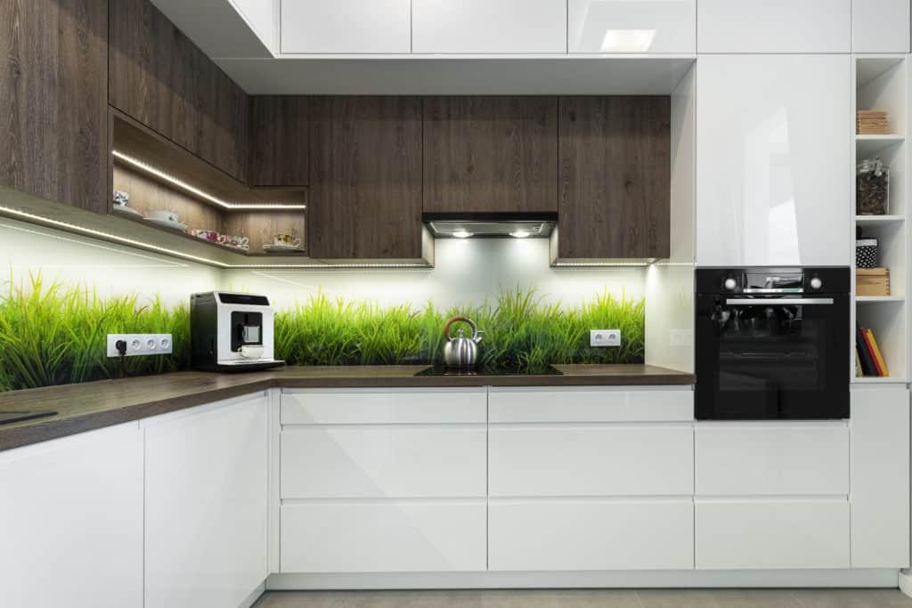 Moderne Küche mit autarken Backofen
