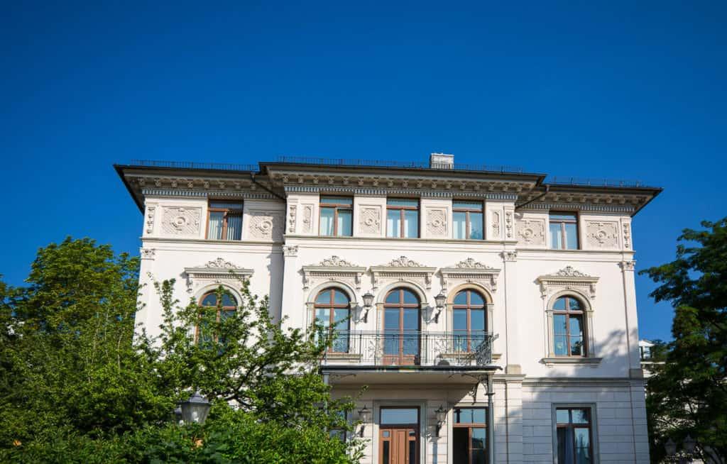 sanierter Altbau mit Balkon, hochwertige Wohnungen