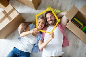 Junges Paar träumt vom Wohneigentum