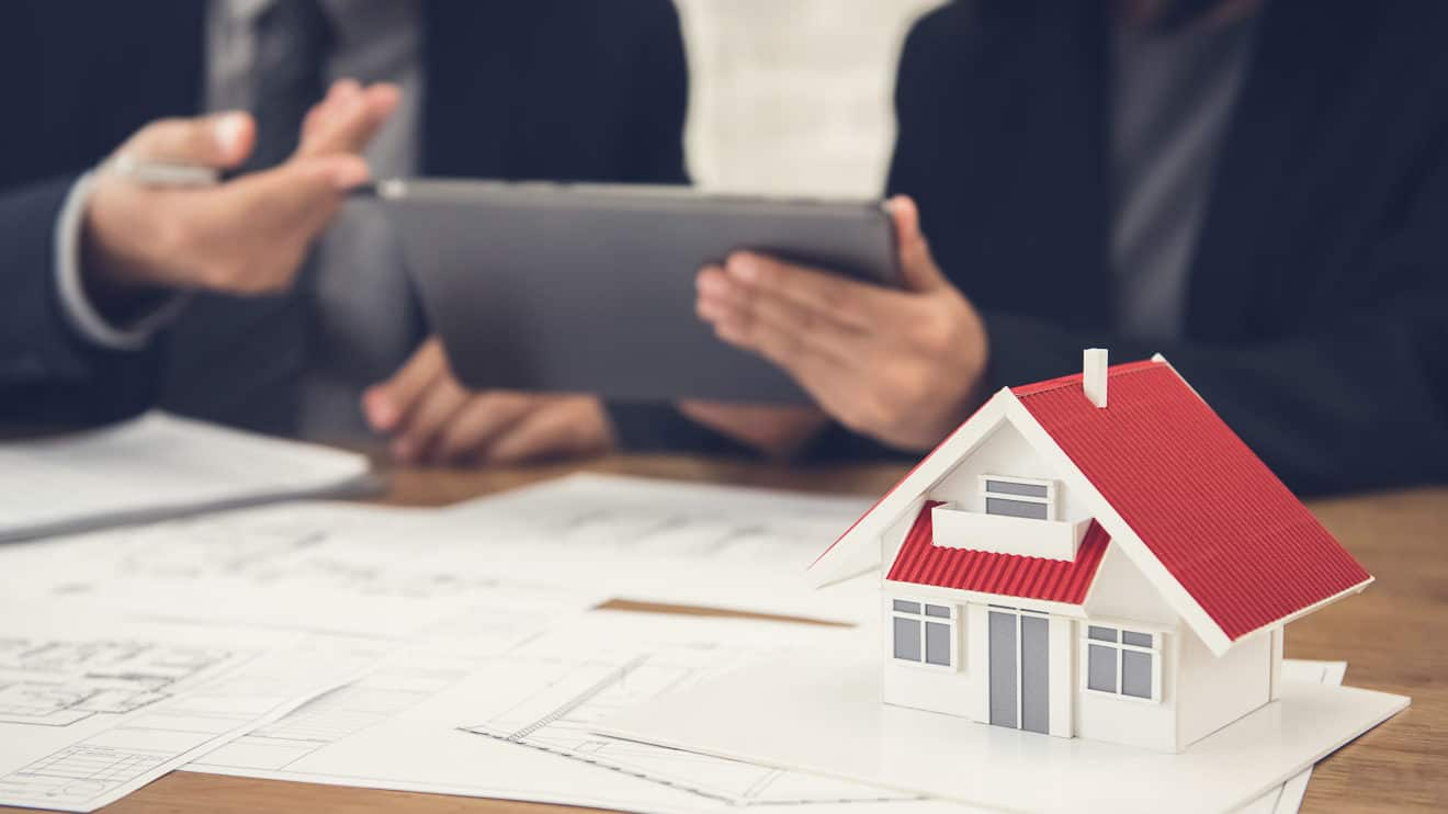 Bauherren werden beim Hausbau beraten