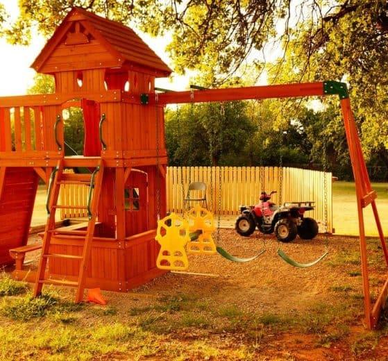 Kinderspielturm im Garten