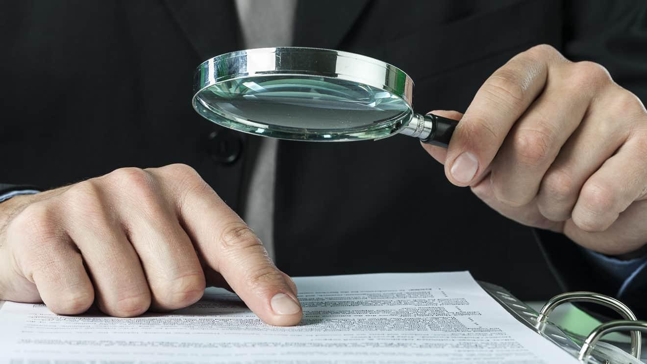 Prüfung der Vertragsunterlagen für den Hausbau
