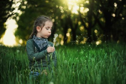 Kind im Freien