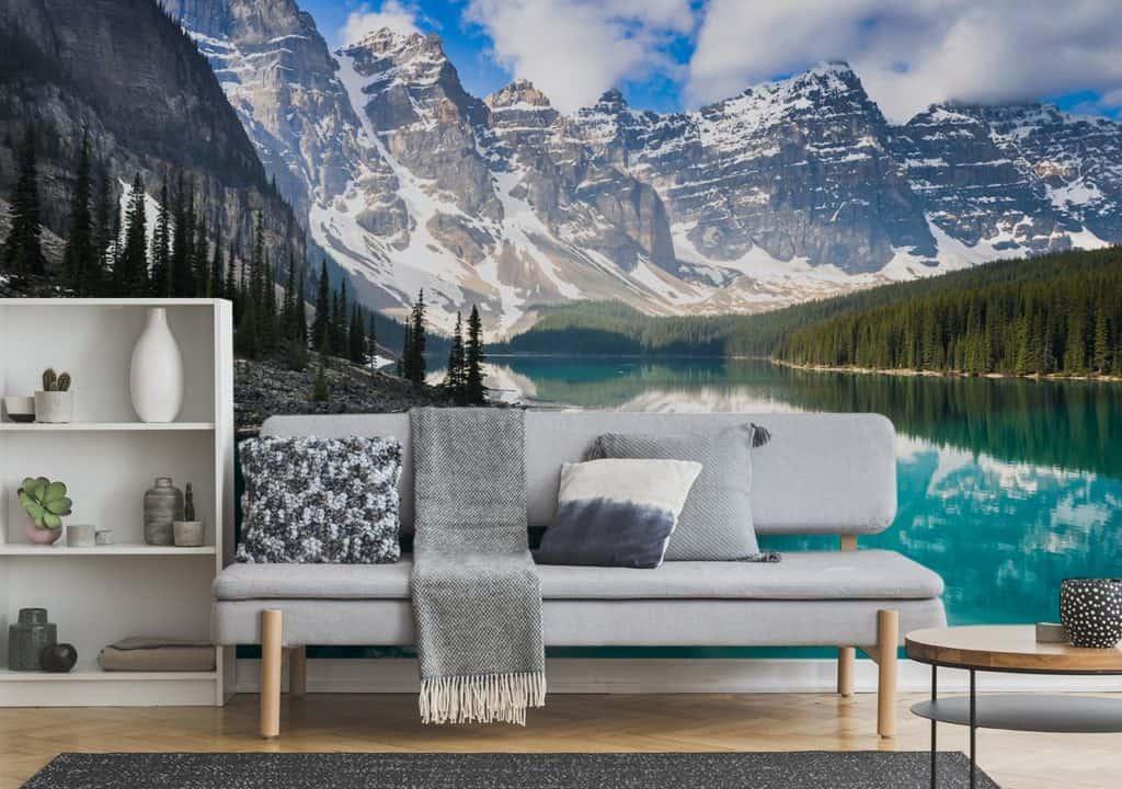 Kristallklarer See im Bergen auf Fototapete im Wohnzimmer